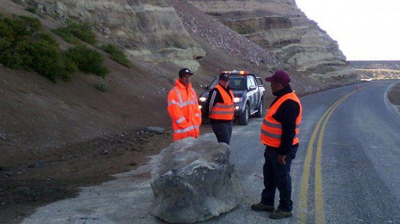 Alertan por un derrumbe de rocas en la Ruta 40