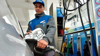 Desde hoy los combustibles suben un 5 por ciento en todo el país