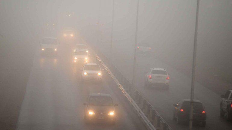 La niebla volvió a complicar el tránsito y las operaciones en el aeropuerto
