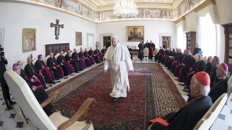Francisco separará a varios prelados e iniciará una reorganización.