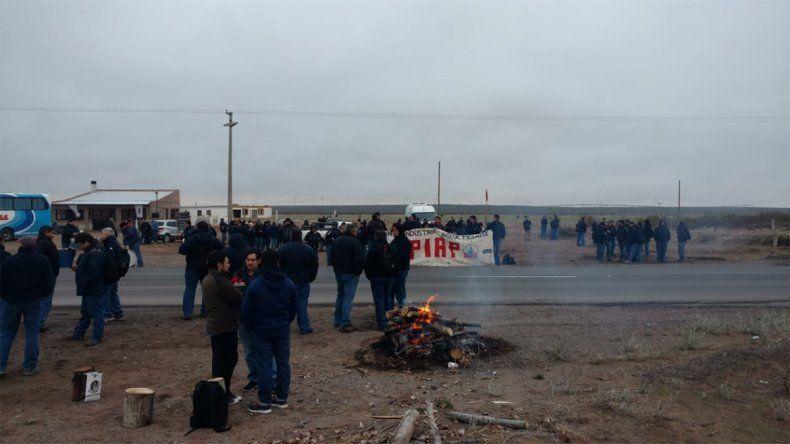 Los trabajadores de la planta de agua pesada reclaman el pago de sueldos