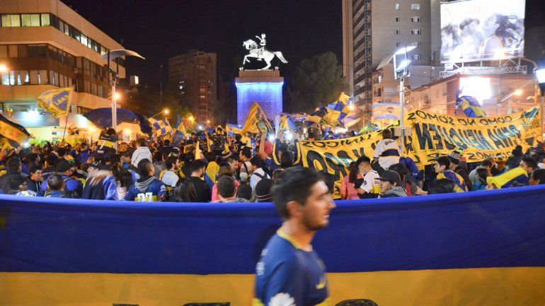 Los hinchas de Boca festejaron el título en el Monumento
