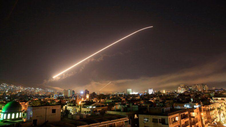 Durante el ataque nocturno en Siria murieron 23 personas.