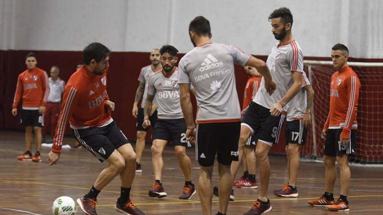 El Muñeco Gallardo ordenó una práctica bajo techo para mover al equipo.