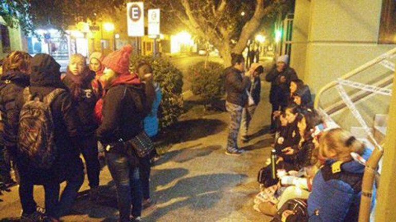 Trabajadores de CBS bloquean un edificio de gobierno y cortan calles en el centro