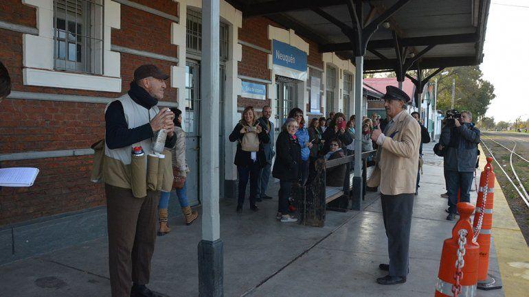 Viajeros del tiempo homenajearon al viejo Tren del Valle