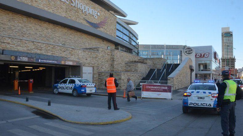 Evacuaron el Alto Comahue Shopping por una amenaza de bomba