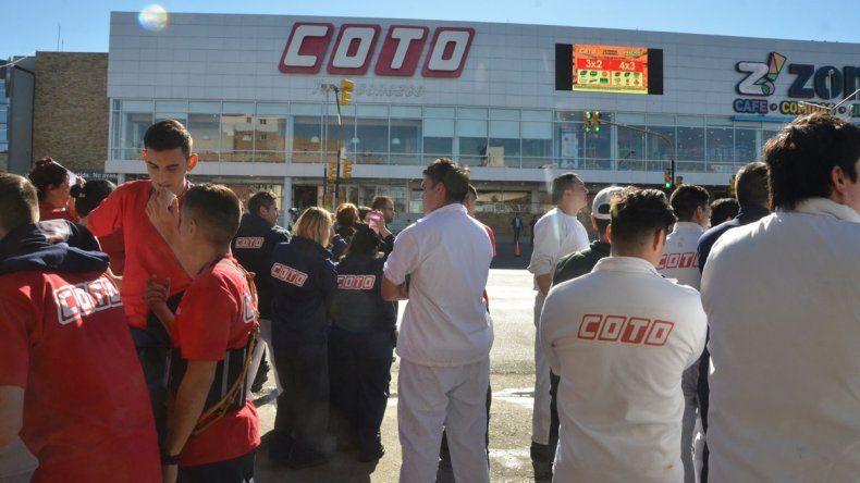Falsa alarma: durante dos horas evacuaron el Alto Comahue por una amenaza de bomba