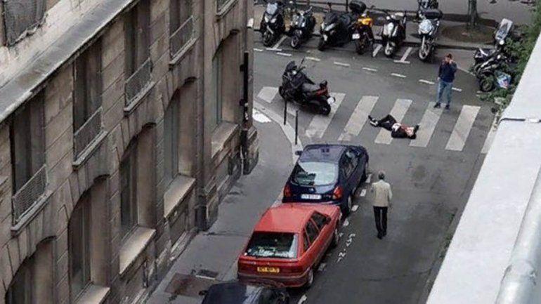 En pleno centro de París atacó con un cuchillo: mató a uno e hirió a otros cuatro