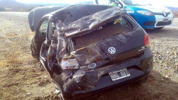una mujer perdio el control de su auto y volco sobre la ruta 40