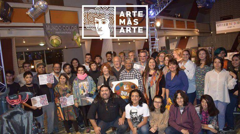 Al cierre de la muestra fueron entregados los certificados los artistas participantes.