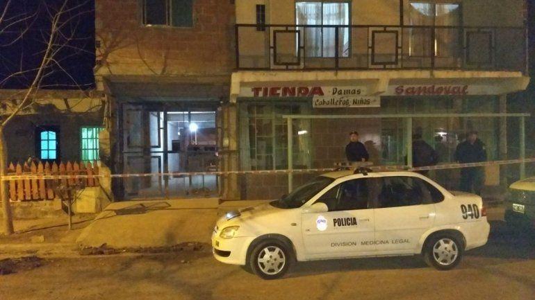 Hallan muerto a un joven en El Chañar: investigan si fue un crimen o un suicidio
