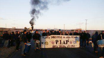 Trabajadores de la PIAP cortan la Ruta 22 hasta las 16