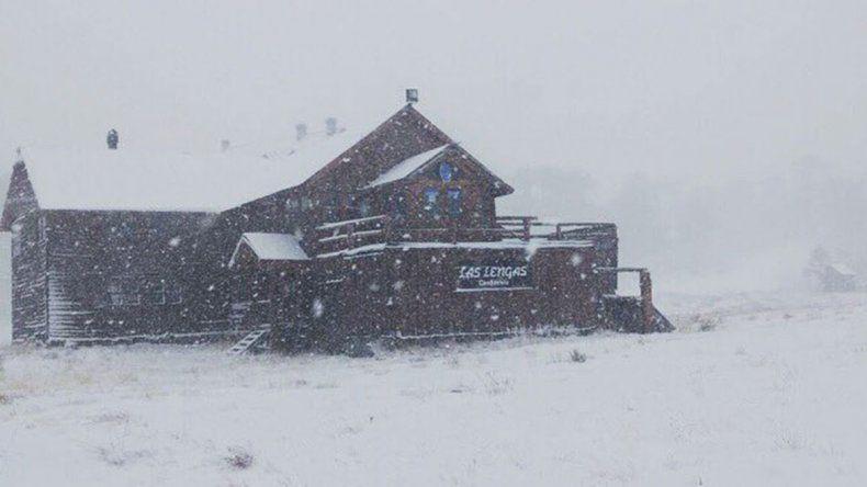 Las primeras nevadas de la temporada cubrieron Caviahue