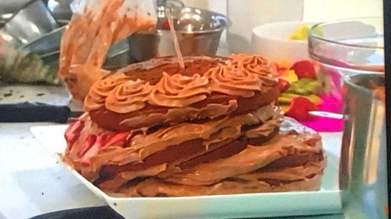 La torta de Elsa Cáceres terminó desarmándose antes de la presentación.