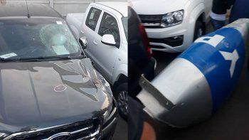 Una parte del camión de YPF destrozó tres autos 0 Km