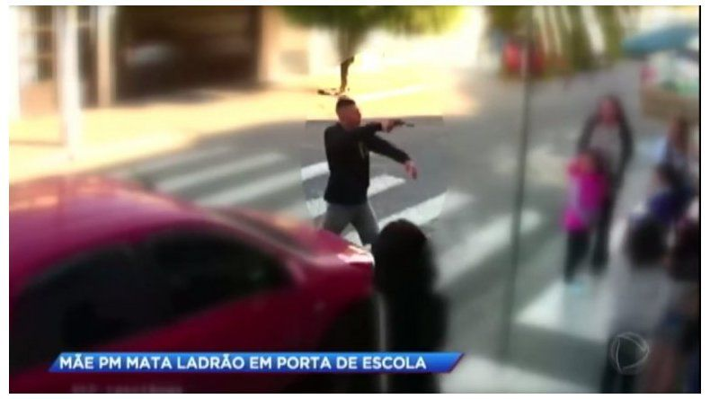 Homenajearon a la policía brasileña que mató a un delincuente frente a una escuela