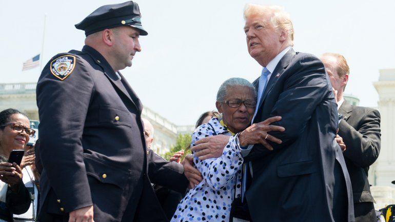 Trump insiste en la pena de muerte para quienes maten policías