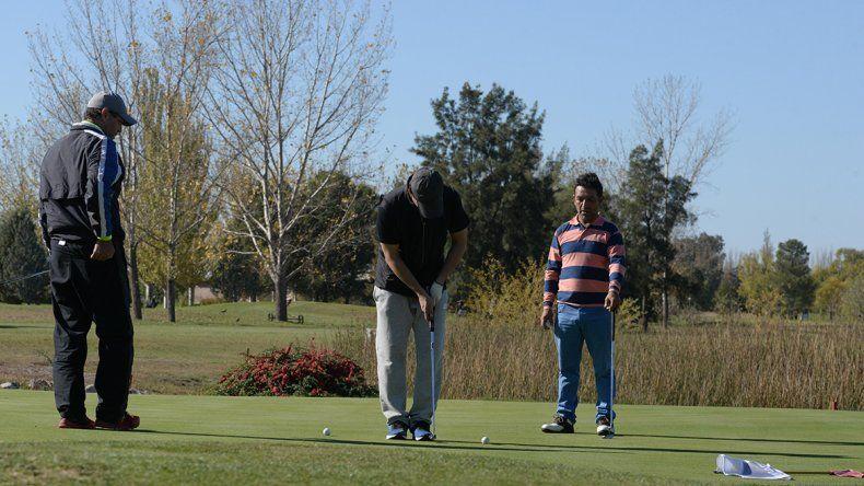 El golf fue solidario con una ONG que ayuda a los chicos