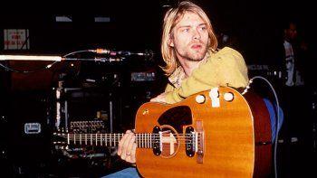 La hija de Cobain perdió famosa guitarra de su padre al divorciarse