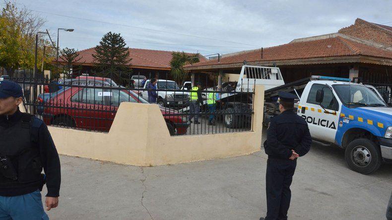 La policía secuestró 20 vehículos.