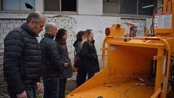 hacen un tour guiado al deposito de residuos voluminosos