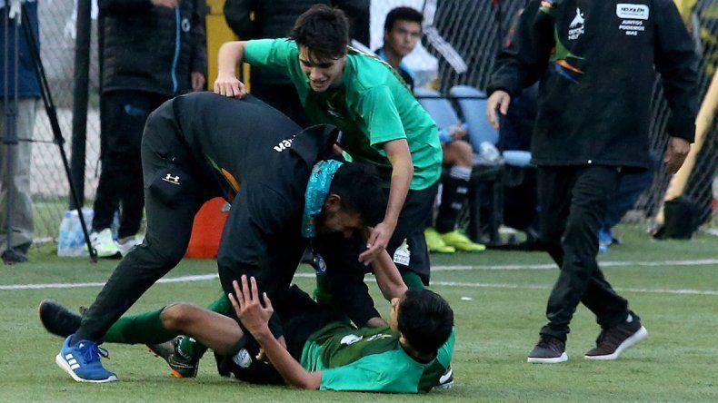 El seleccionado de fútbol levantó un 2-0 y peleará por medalla.