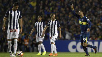 Boca goleó a Alianza Lima 5 a 0 de local y avanzó por la derrota de Junior de Colombia contra Palmeiras (3 del colombiano Borja).