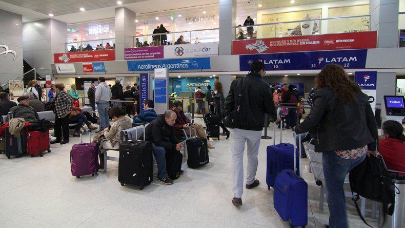 Un paro de gremios aeronaúticos afectó vuelos de Latam en Neuquén
