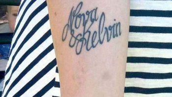por un error en un tatuaje le cambio el nombre a su hijo