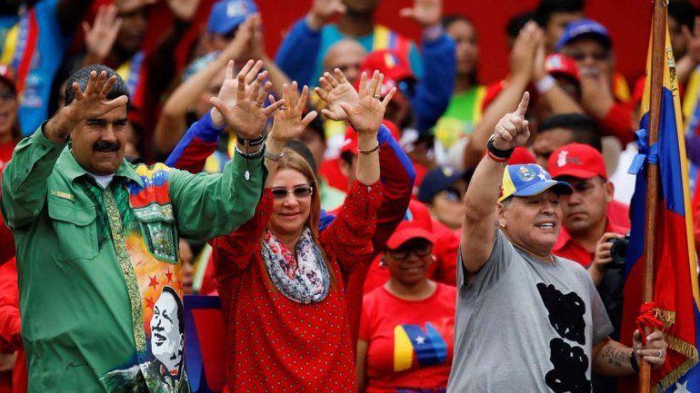 Maradona sorprendió con un baile en el acto de cierre de campaña de Maduro