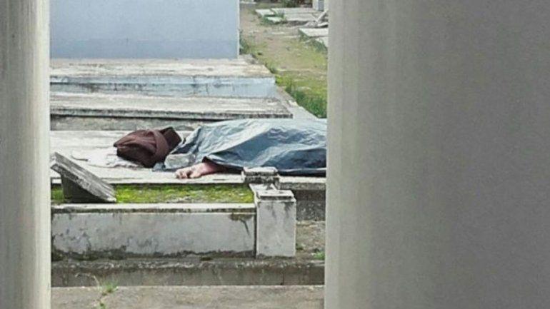 La mujer falleció el lunes y sus restos iban a ser velados en la capilla del cementerio de Carmen de Patagones. Alguien los habría ultrajado.