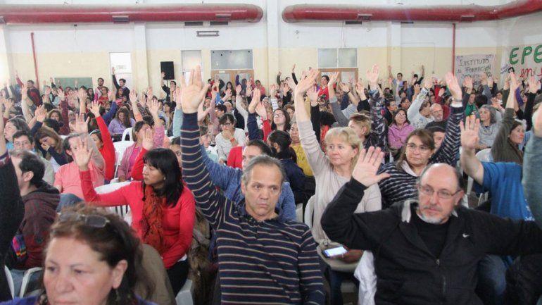 Las asambleas de ATEN votan 5 días más de paro