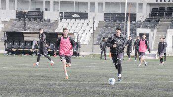 Cipolletti hizo fútbol formal ayer en La Visera por la mañana.