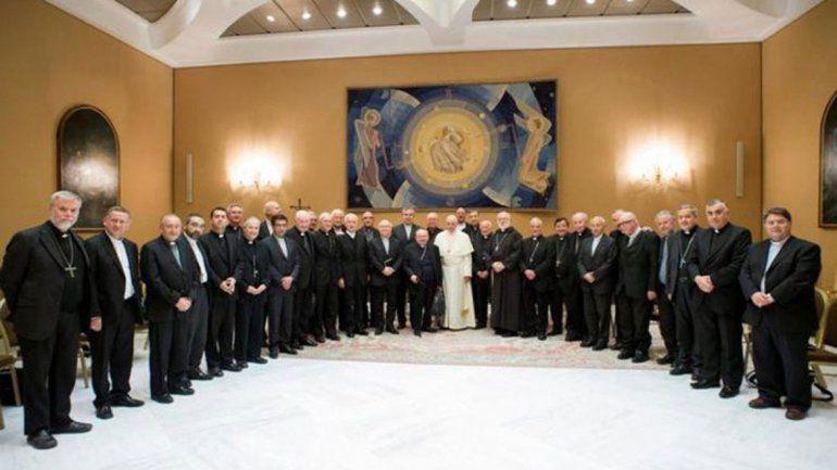 Tras el escándalo por los abusos sexuales, renunciaron todos los obispos de Chile