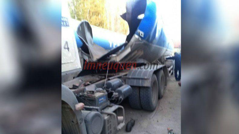 La cisterna del camión quedó totalmente destruída.