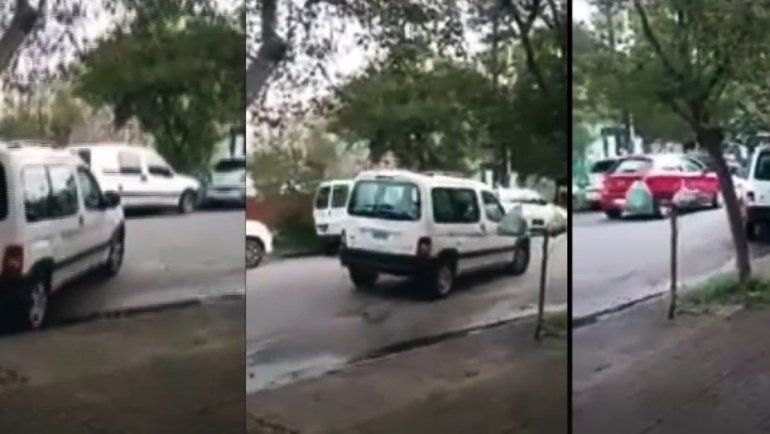 Intentó estacionar tres veces en una cuadra vacía y se fue
