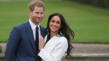 el principe harry y meghan markle esperan su primer hijo