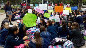 polemica en tucuman por una docente antipolleras