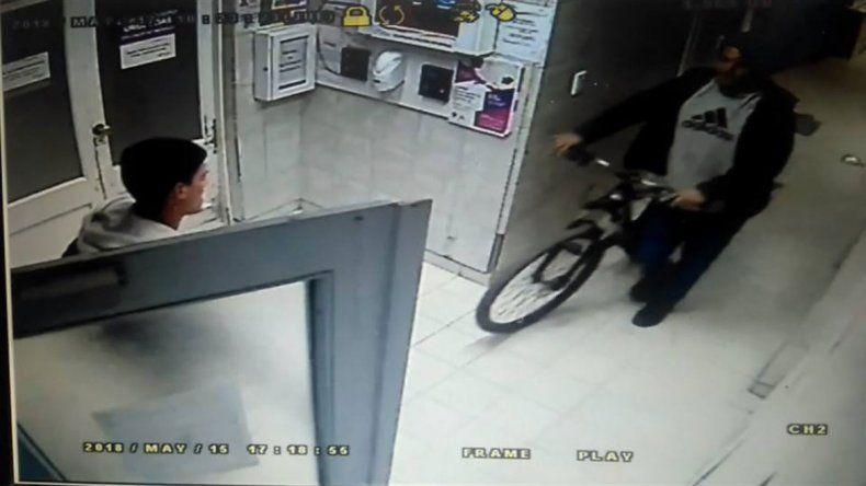 Le robaron la bici mientras trabajaba en una clínica