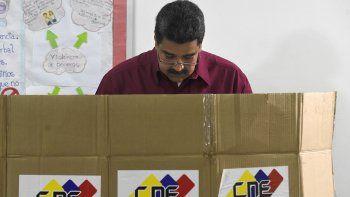 venezuela: maduro ya voto y pidio por unas elecciones en paz