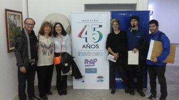 Carlos Mustto, Mirta Córdoba y Firulete Belza compartiendo la muestra con artistas de Zapala, Centenario y Neuquén.