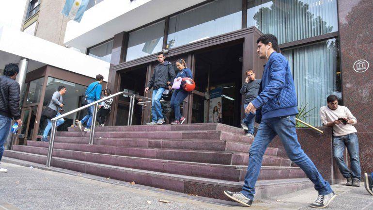 El lunes no habrá bancos en Neuquén