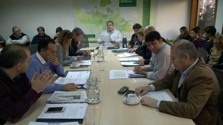La oposición criticó el decreto de Quiroga para extender el servicio de Pehuenche