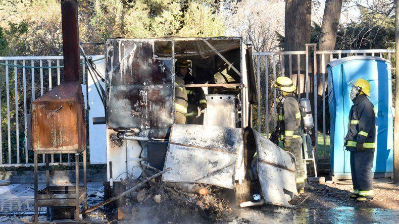 Un incendio destruyó un carrito de comidas en Ruta 7