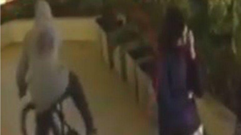 El ladrón entró caminando y se fue en bici del Municipio. CANAL 7 NEUQUÉN