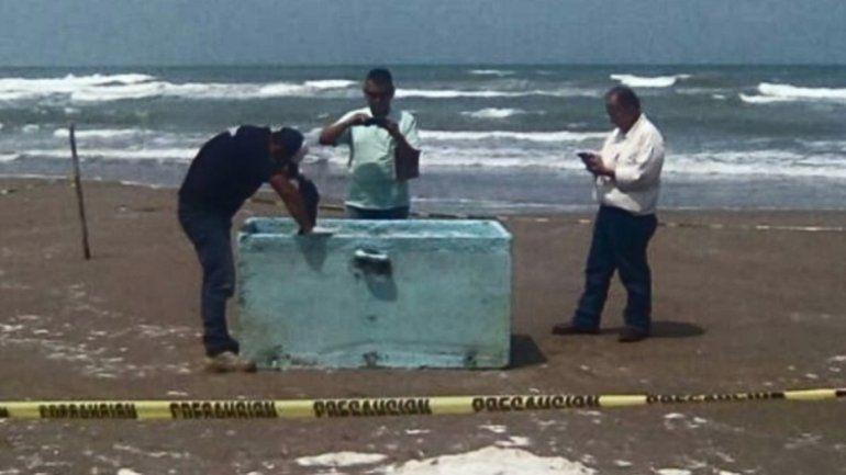La heladera es de un barco pesquero y fue hallada en la playa.