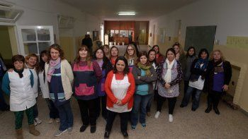 tension: gremialistas de aten impidieron el ingreso de los tutores y tomaron una escuela
