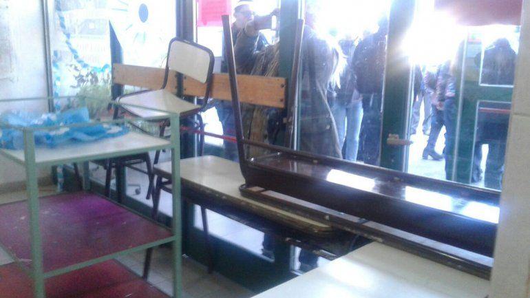 Así fue la barricada de ATEN y la salida de los alumnos en la 207