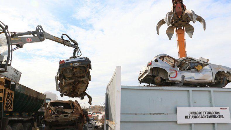 Mandan otros 700 vehículos a las garras de la compactadora